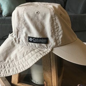 Columbia outdoors hat with neck and ear cover